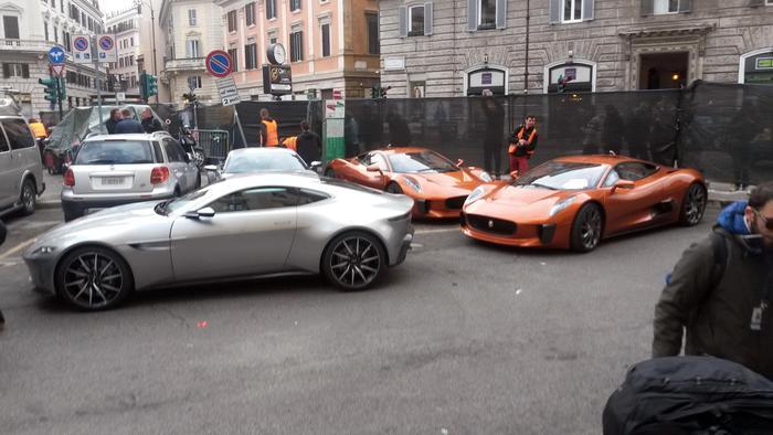 10 Aston Martin per 007 in Corso Vittorio Emanuele a Roma. ANSA