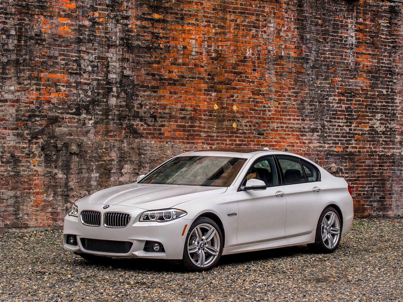 BMW-5-Series_2014_1600x1200_wallpaper_08