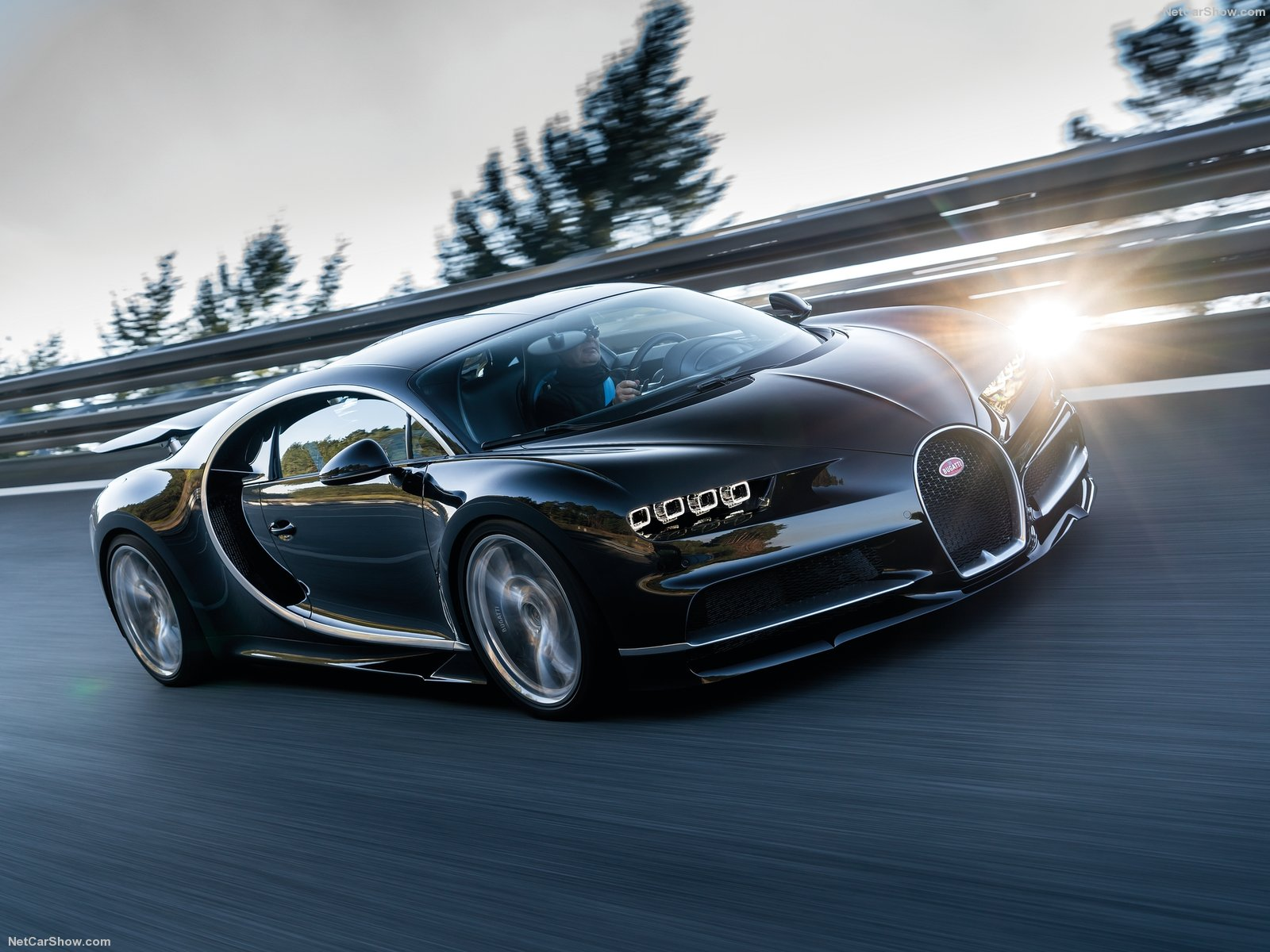 Bugatti-Chiron_2017_1600x1200_wallpaper_0b