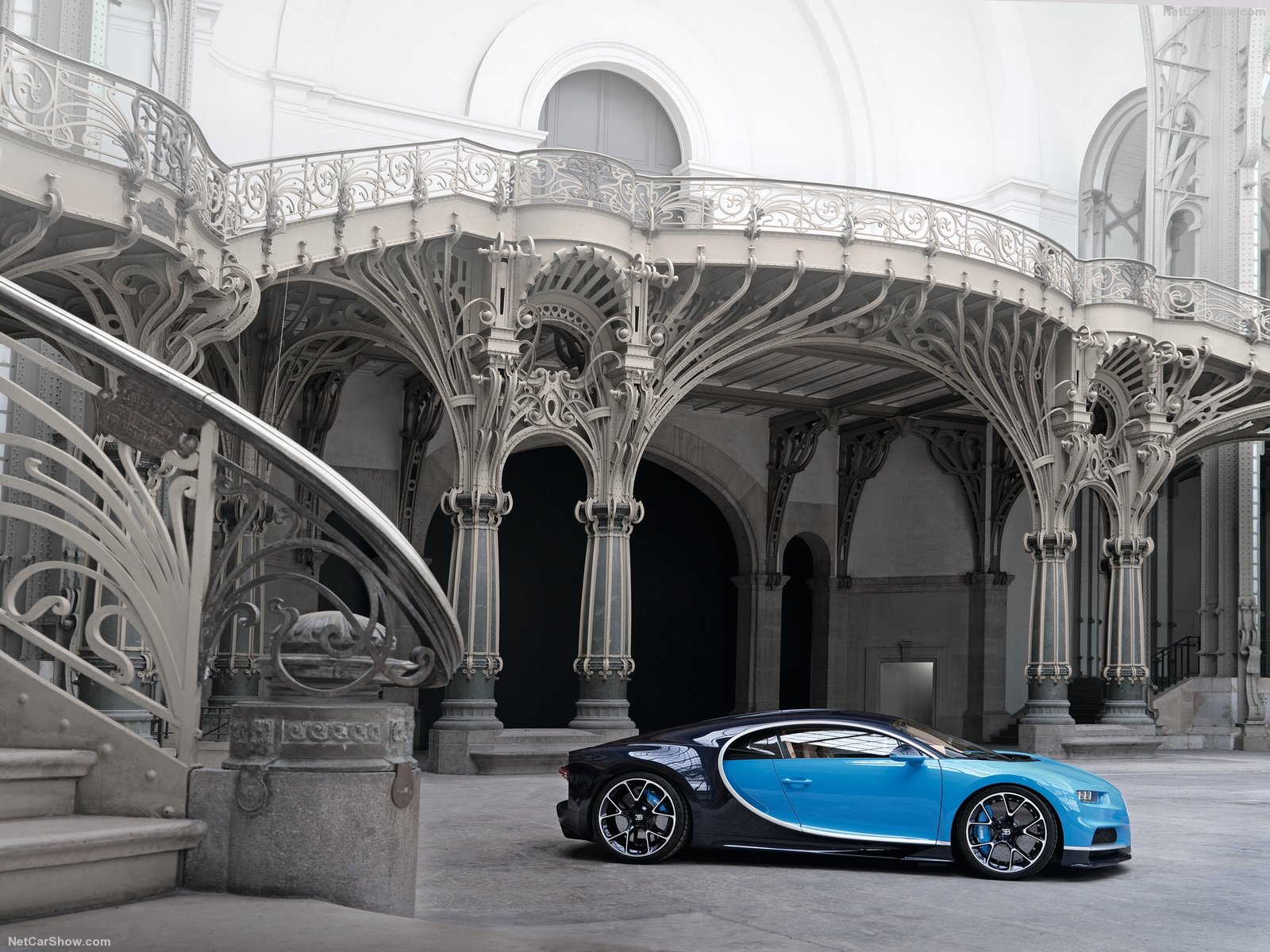 Bugatti-Chiron_2017_1600x1200_wallpaper_11