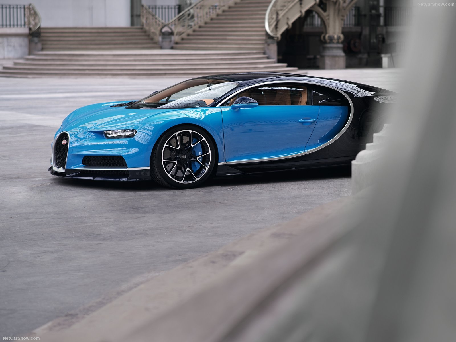 Bugatti-Chiron_2017_1600x1200_wallpaper_25