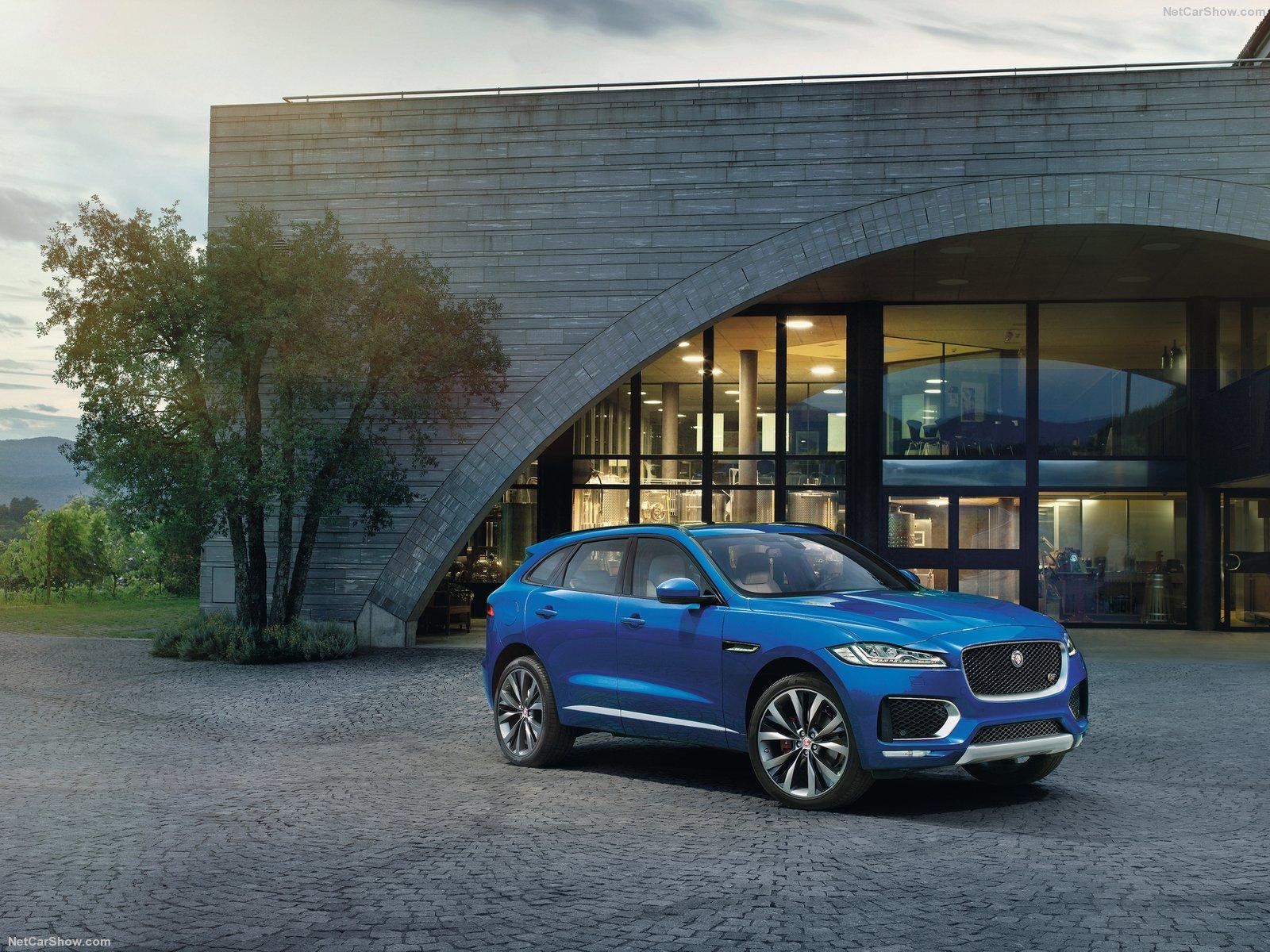 Jaguar-F-Pace-2017-1600-11
