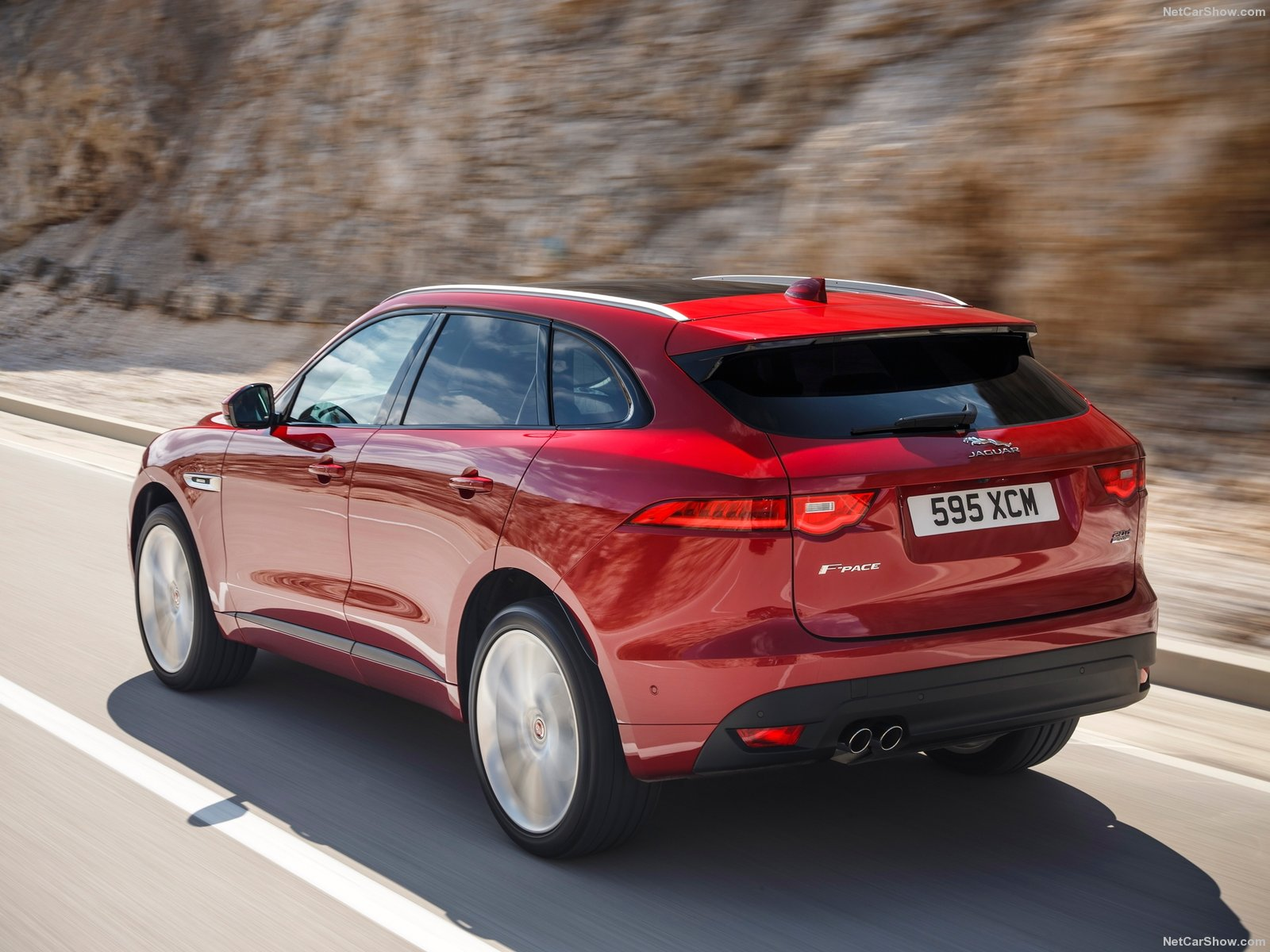 Jaguar-F-Pace-2017-1600-77