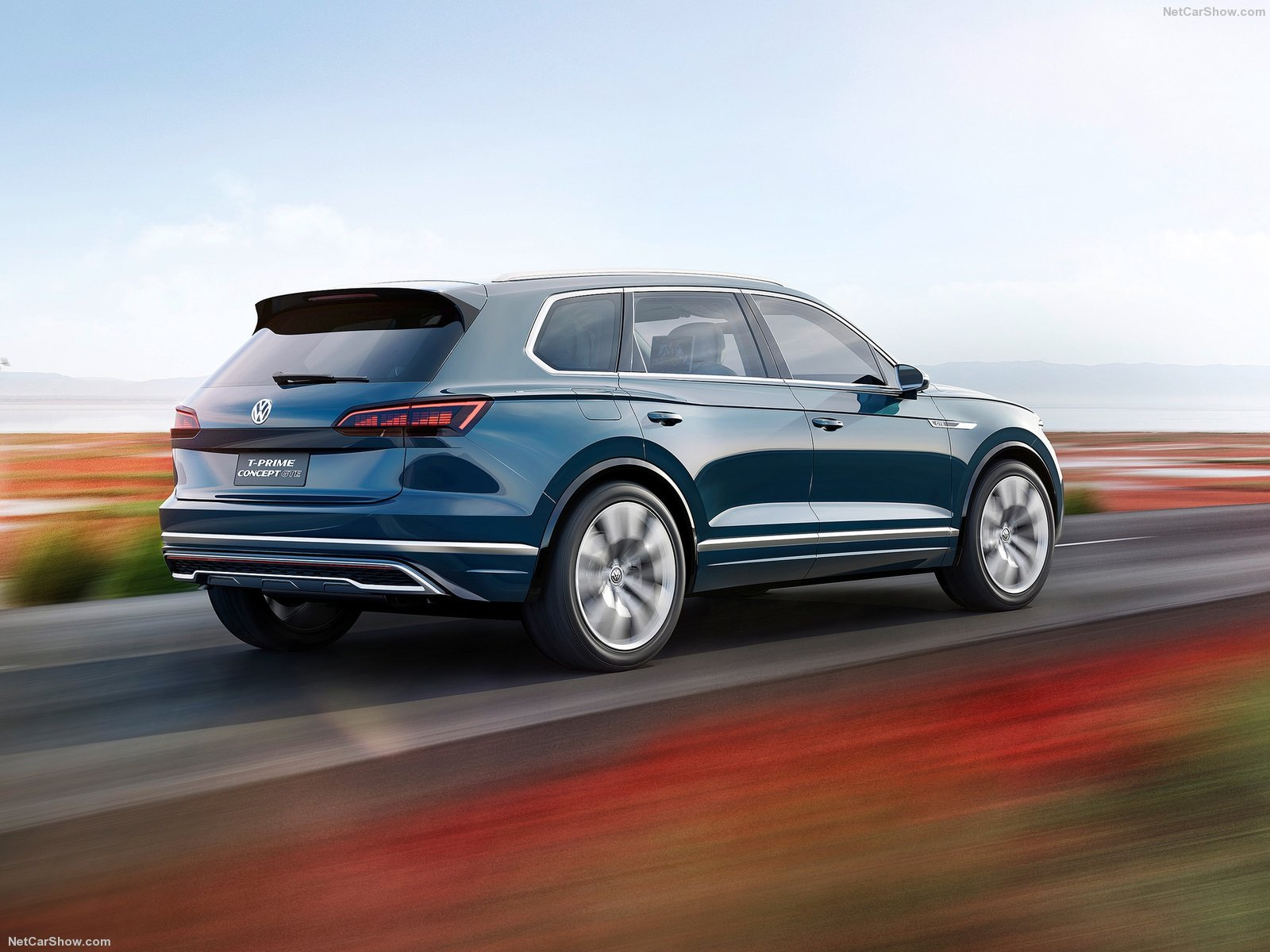 Volkswagen-T-Prime_GTE_Concept-2016-1600-12